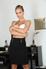 Perky Nicole Aniston 01