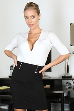 Perky Nicole Aniston 15